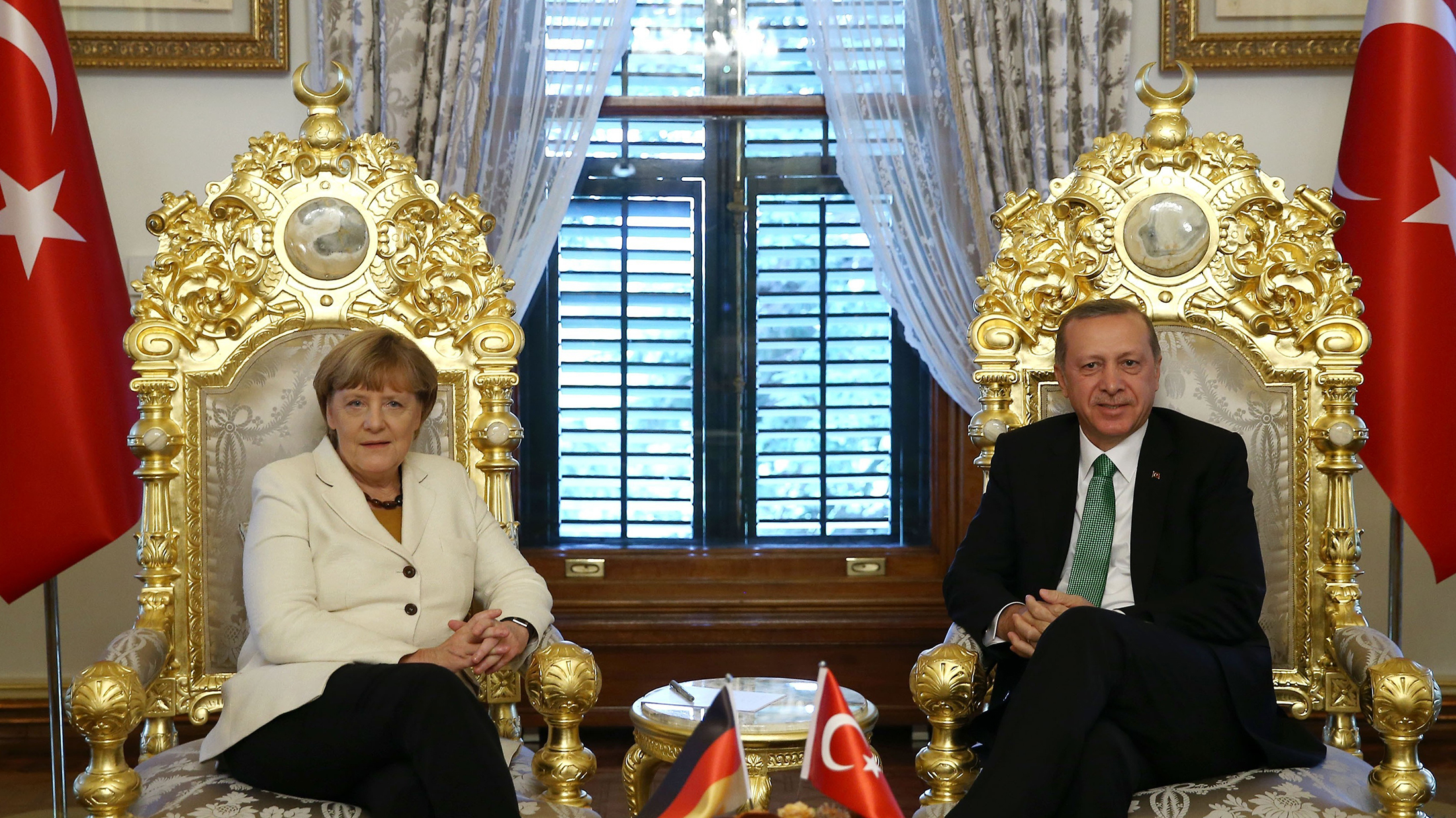 Greece to call a summit on refugees issue with the participation of Merkel, Erdogan