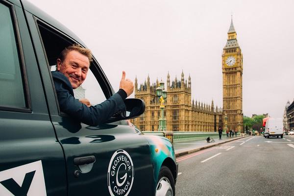 Έφτιαξαν μέσα σε ταξί το μικρότερο κινητό καζίνο στον κόσμο