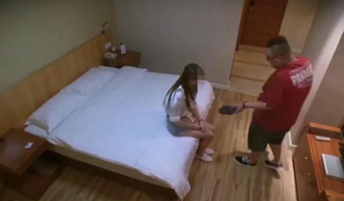 Mία έφηβη... πούλησε την παρθενιά της για ένα iPhone και το μετάνιωσε (pics & vid)