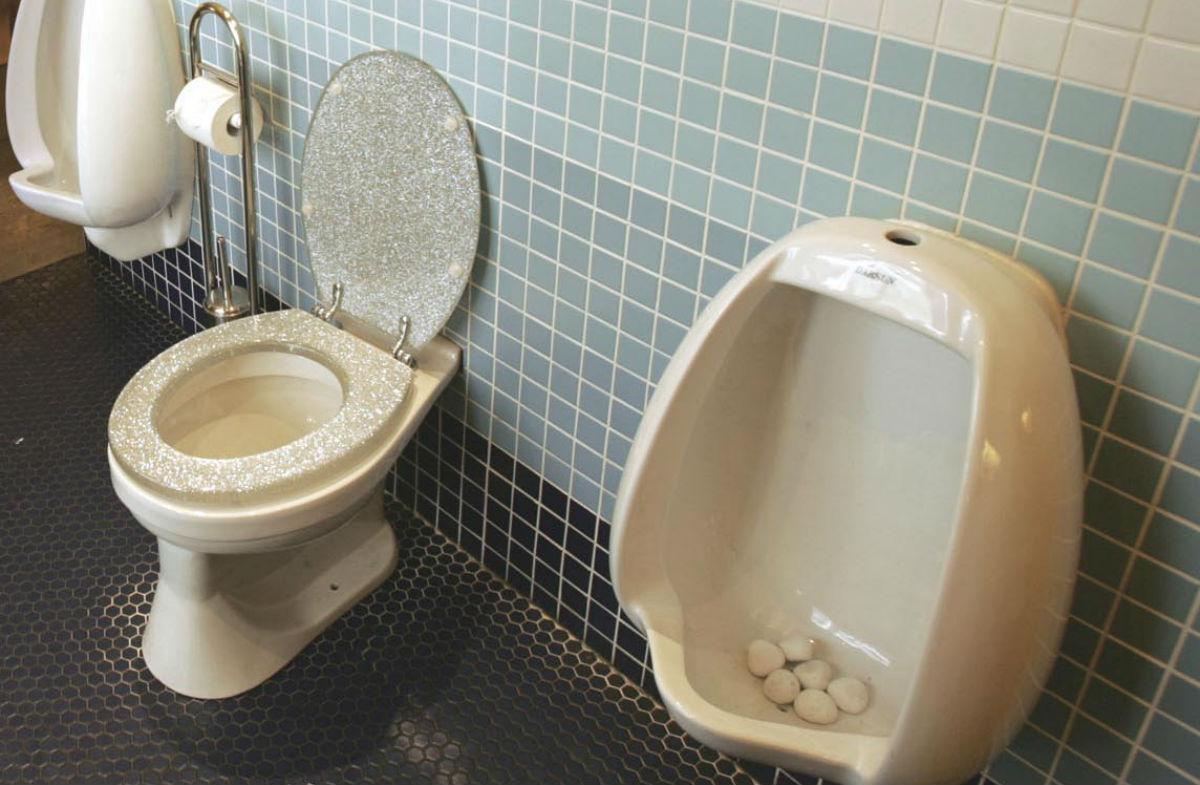 Αυτή είναι η πιο γραφική ανακοίνωση σε ελληνική τουαλέτα (pic)