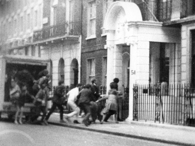 Η πρώτη δυναμική αντίδραση κατά της χούντας έγινε στο Λονδίνο (pics)
