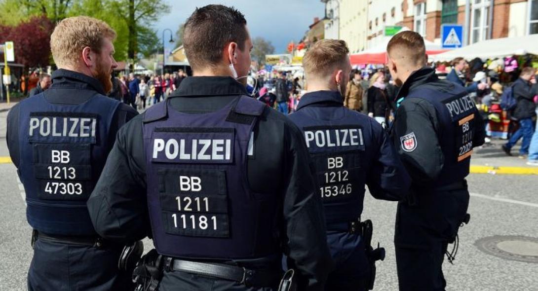 Συγκρούσεις στο Βερολίνο μεταξύ νεοναζί κι αντιφασιστών διαδηλωτών