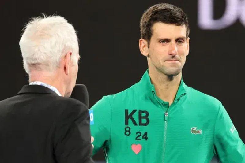 Τζόκοβιτς: Το χειροκρότημα σε δυο παιδιά ελληνικής καταγωγής που έπαιξαν τένις κάτω από το μπαλκόνι του (vids)